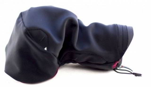 An ultralight rain and dust cover for your camera. It can be used with Capture or it can be used as a standalone product; SIZE small (for compacts and small DSLRs)