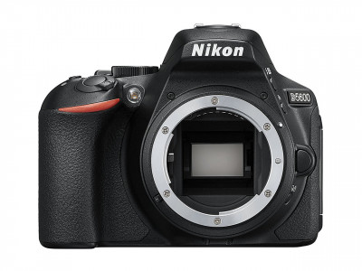 D5600 solo corpo + SD 8GB Lexar Premium 300x